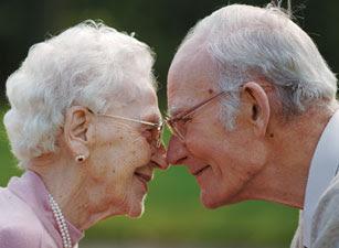 http://2.bp.blogspot.com/_6dai1Q3CVnc/TNluSwAjZoI/AAAAAAAABkQ/NTyN-C-WwDM/s320/elderly-couple.jpg