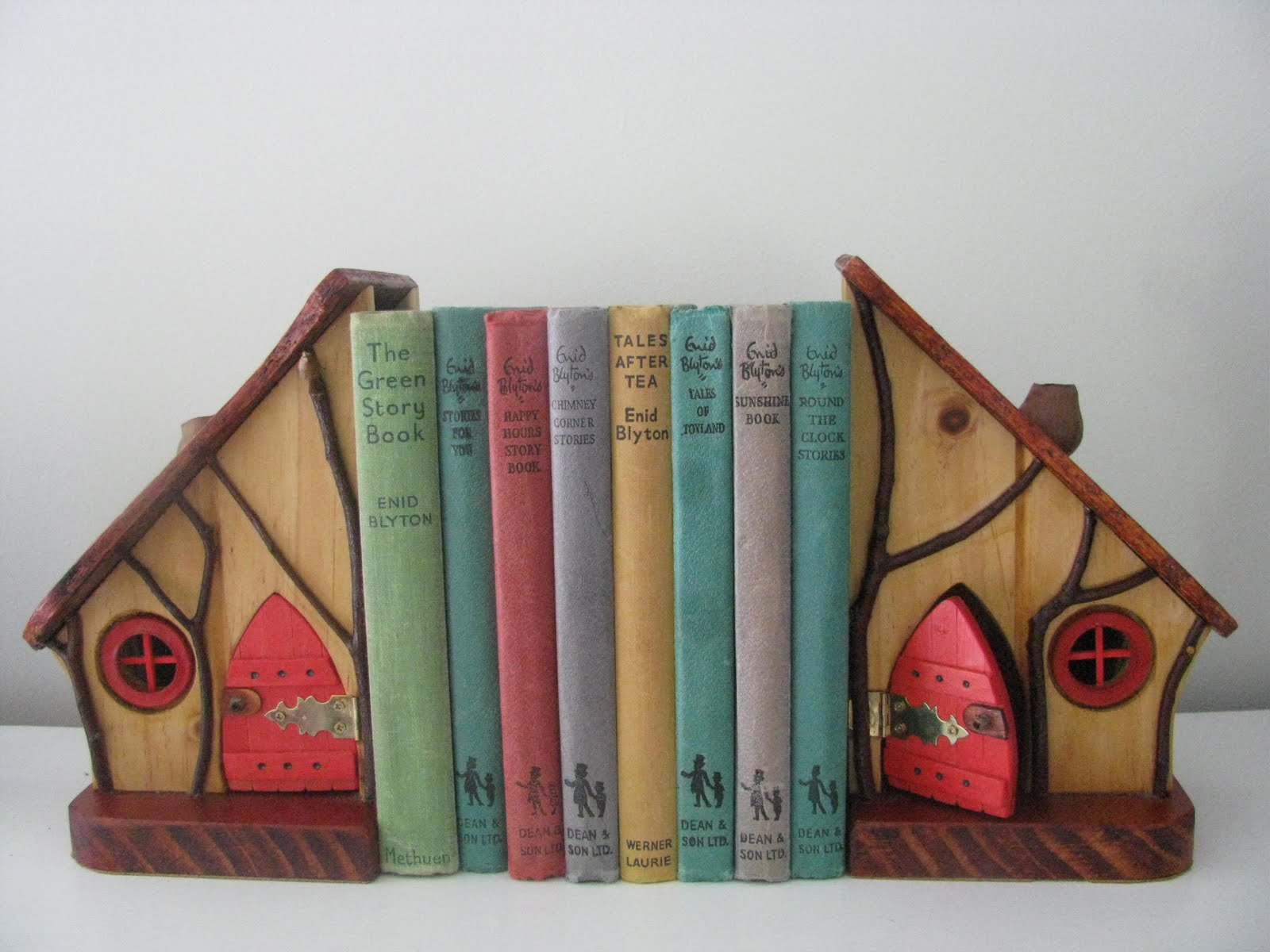 Book Ends On Pinterest Bookends Vintage Books And