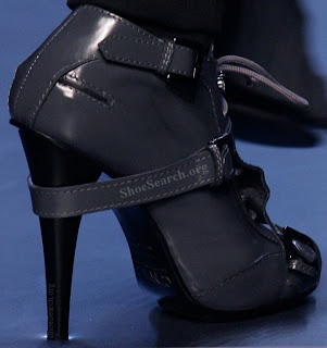 Mistress, Zapatos de tacón