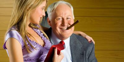 Amaor entre hombre mayor y muchacha