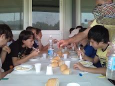 I ragazzi pranzano in vista della finale
