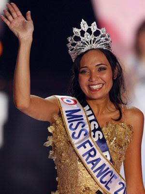 Valérie Bègue était menacée de perdre sa couronne de Miss France 2008 après  la publication vendredi de photos suggestives, une nouvelle qui a suscité  colère ... 43a722bbbe7