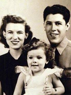 Madelyn, Ann y Stanley Dunham; abuelos y madre de Barack Obama