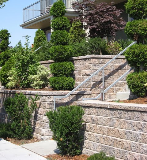 Seattle garden ideas retaining walls rockeries for Concrete block landscaping ideas