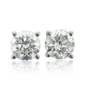 bautiful Diamond Stud Earrings