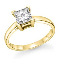 Diamond Engagement Ring in 18K Gold