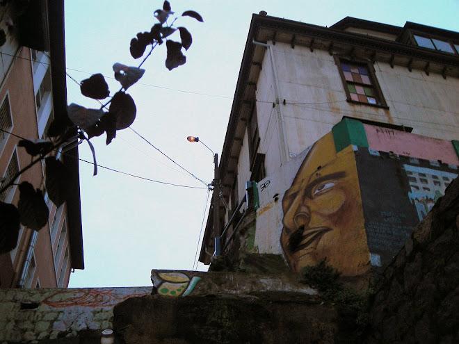 Fachada y graffiti, Cerro Concepción