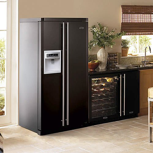 Consigli per la casa e l 39 arredamento in cucina di moda il nero - Cucine con frigo smeg ...