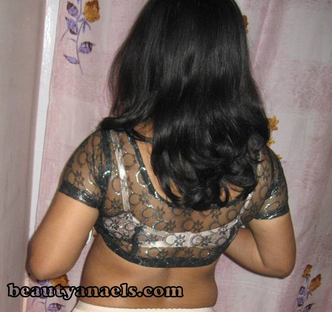 Xclusive picture of hot mallu babes, aunties and bhabhies