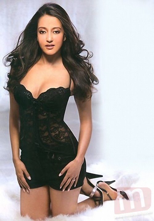 Raima Sen sexy pic