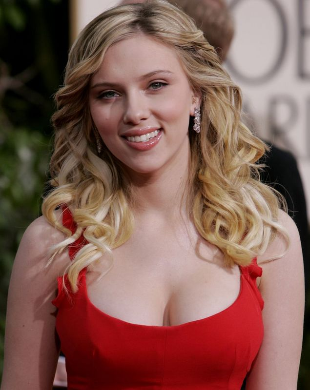 Scarlett Johanson hot photo