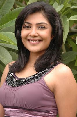 Kamalini Mukherjee sexy pic