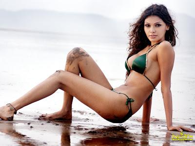 Mona Chopra sexy pic