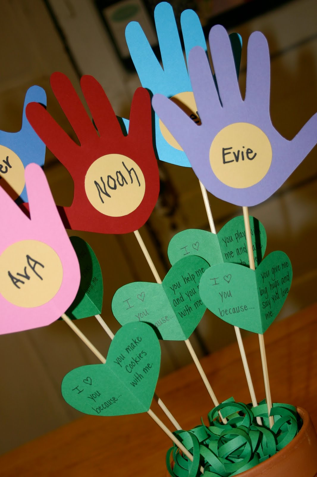 Pebbles in my pocket blog handprint bouquet - Manualidades para ninos faciles ...