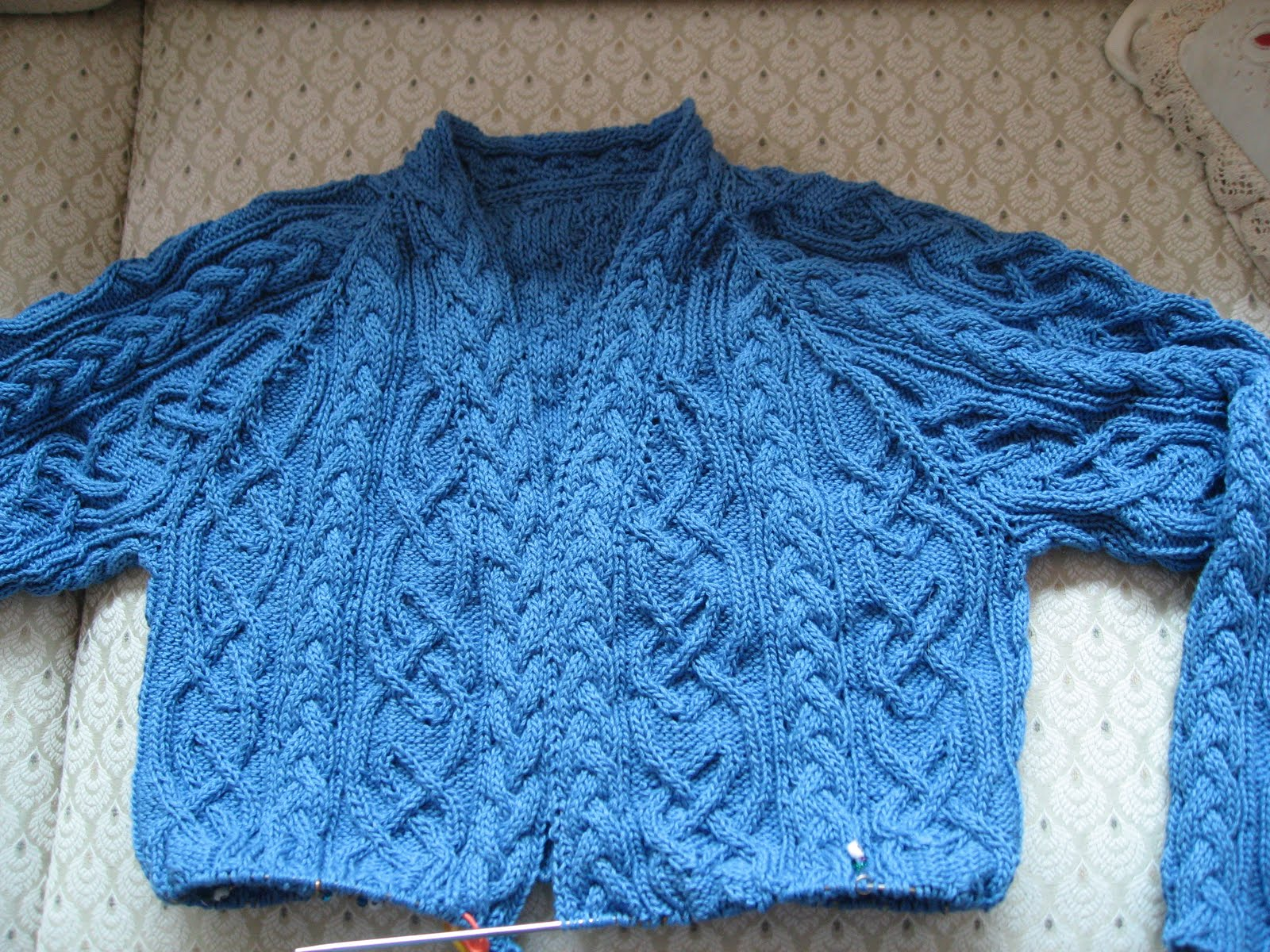 Jeri rigged st margaret cardigan i decided to write up a pattern for doing a complex celtic style cable sweater from the top down i designed two celtic knot cable patterns based on various bankloansurffo Image collections