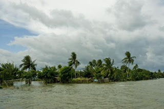 Village by the River Padma  totally submerged in the floods in Manikganj District. Photo: Amin Drik/Concern Aug 07