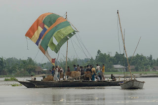 Concern's partner NGO rescue boat taking livestock to shelter, Boubardhan Char, Mohishkocha Union, Aditmari Upazila, Lalmonirhat District.  (Photo: Shehab, DRIK/Concern Sept 07.)