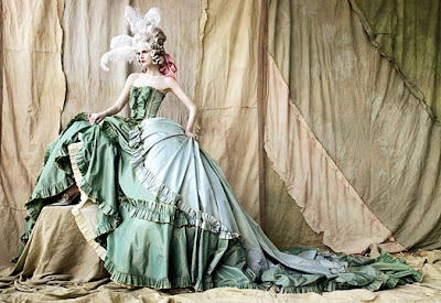 Domm Relaciones JOHN+GALLIANO+FOR+DIOR+HAUTE+COUTUTRE+SS+98+MARCHESA+CASATI+COLLECTION-PANNIERES+GOWN+OF+CELADON+FIGURED+TAFFETA