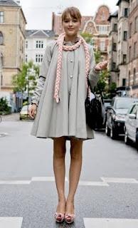 http://2.bp.blogspot.com/_6woFMA1ChVg/TNMRm4xaINI/AAAAAAAADyg/sPs9BUvvXYw/s640/SARA-Abrigo+linea+A+babydoll+foulard+trenzado+peeptoes+SS+2010.jpg