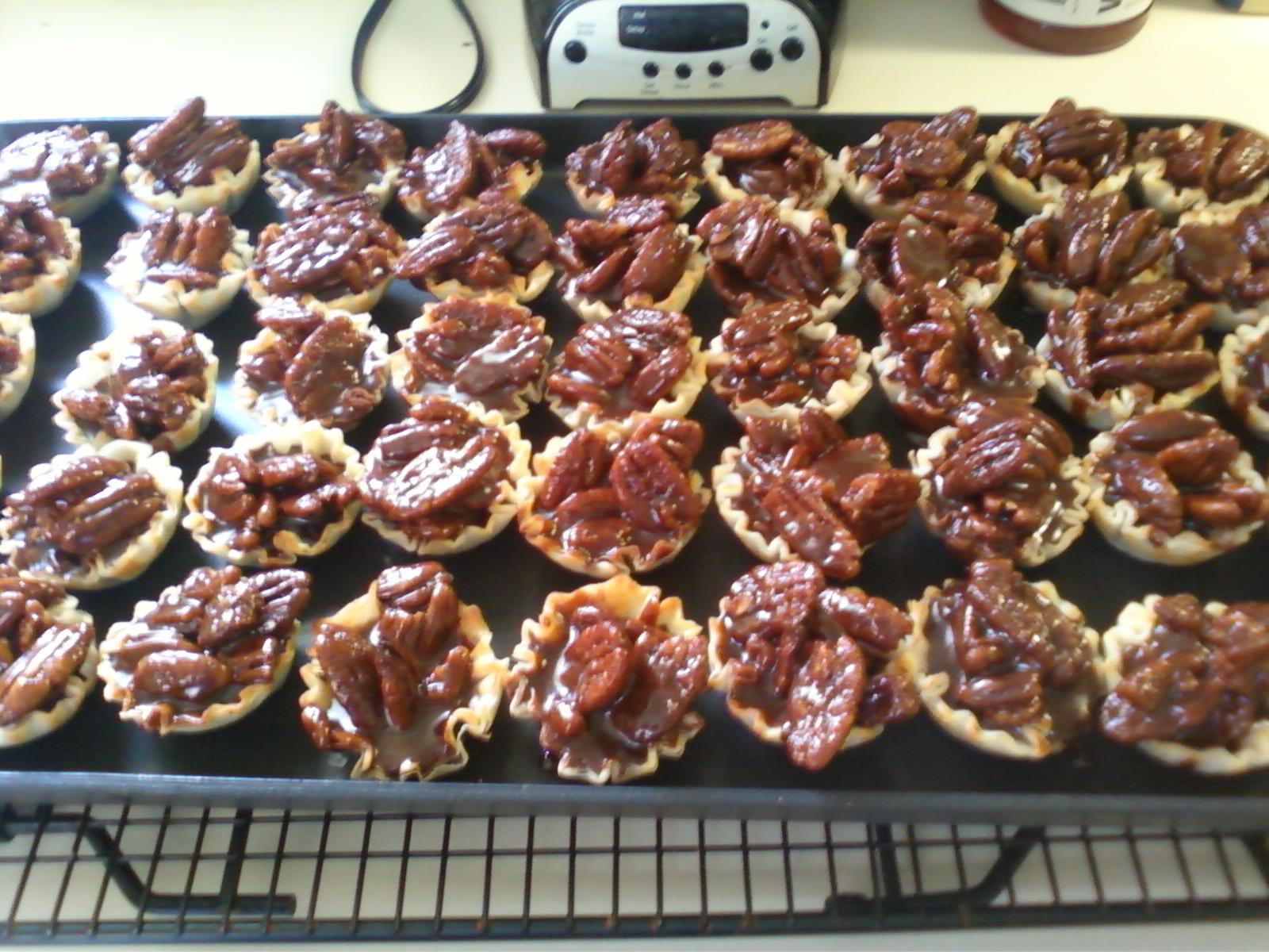 Alli Cooks: Caramel Fudge Pecan Cups