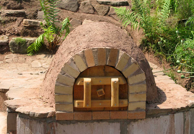The earth oven with insulation layer and door.