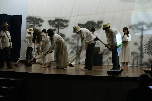 """Grupo de Teatro com """"Cenas do Contestado"""""""