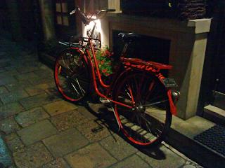 Rower przy knajpie