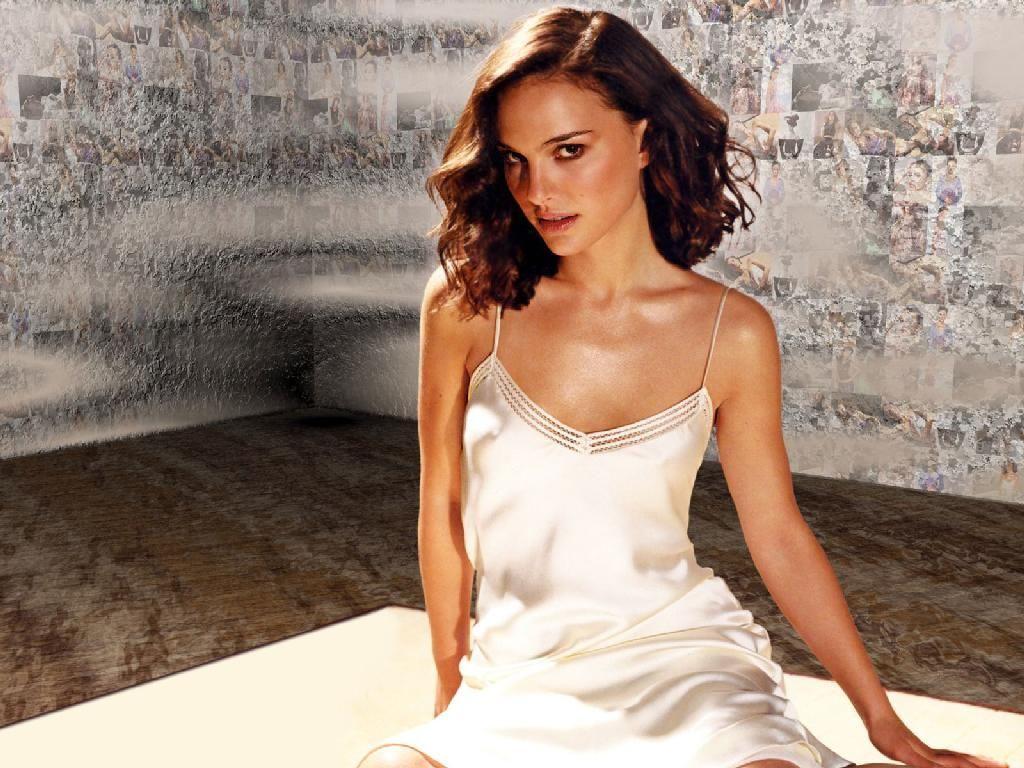 http://2.bp.blogspot.com/_6zH7tdatQUA/TTzCoRw_sTI/AAAAAAAAPoI/thhMxKBFOYg/s1600/Natalie-Portman-White-Silk-Dress-1-1024x768.jpg