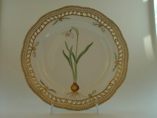 Galanthus Nivalis L. impresa en un plato
