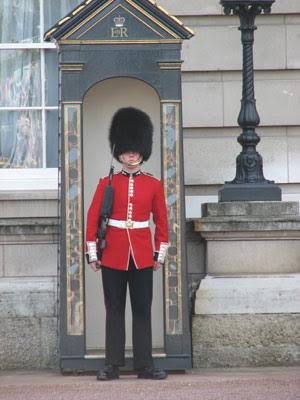 Buckingham+palace+guards+uniform