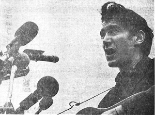 Phil Ochs, former Ohio State student, entertained the marchers with anti-war and anti-draft songs.