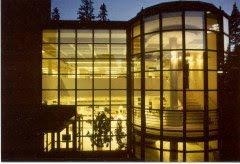 Tämä upea, kirjastoksi arkkitehti Pulkkisen suunnittelema tila  hajotetaan!