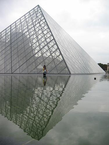 [glass+pyramid]
