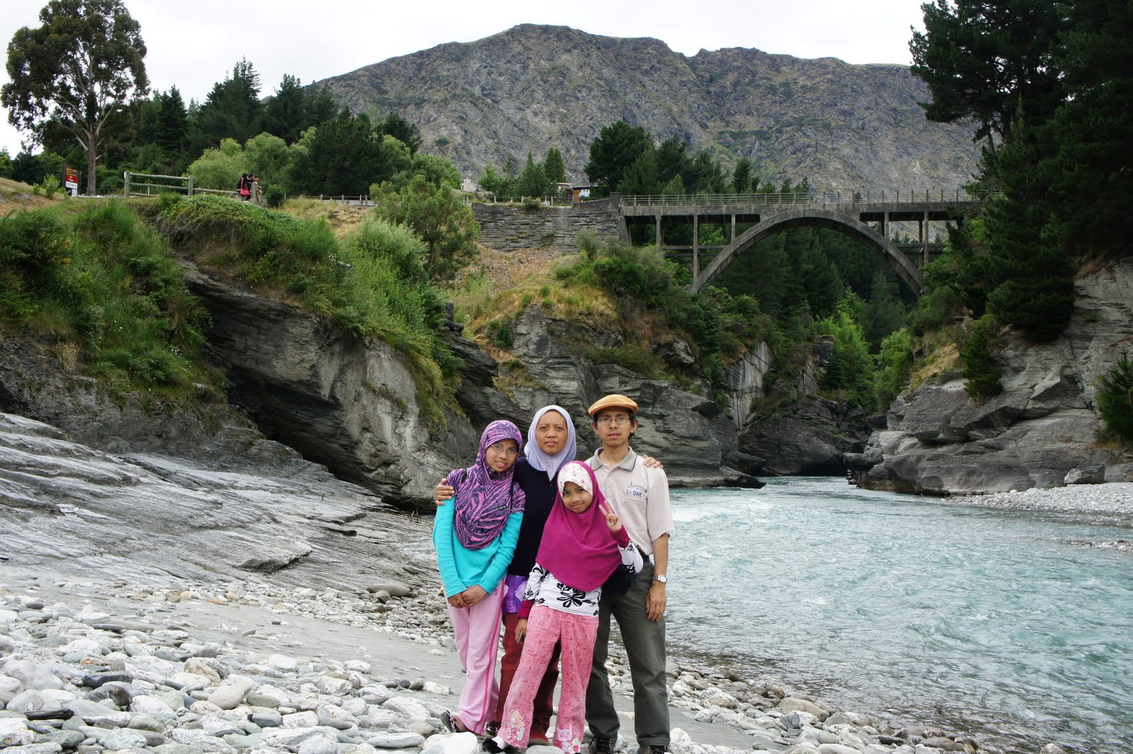 Bersantaian di shotover river
