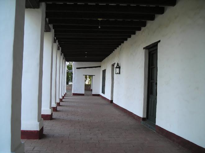 Un largo pasillo que transitaron Manuel Belgrano, Facundo Quiroga, los hermanos Reinafé