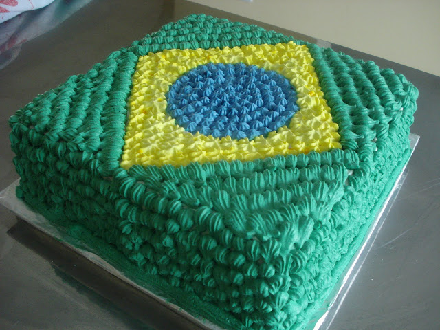 http://adelinetorquato.blogspot.com.br/2010/08/bolo-do-brasil.html