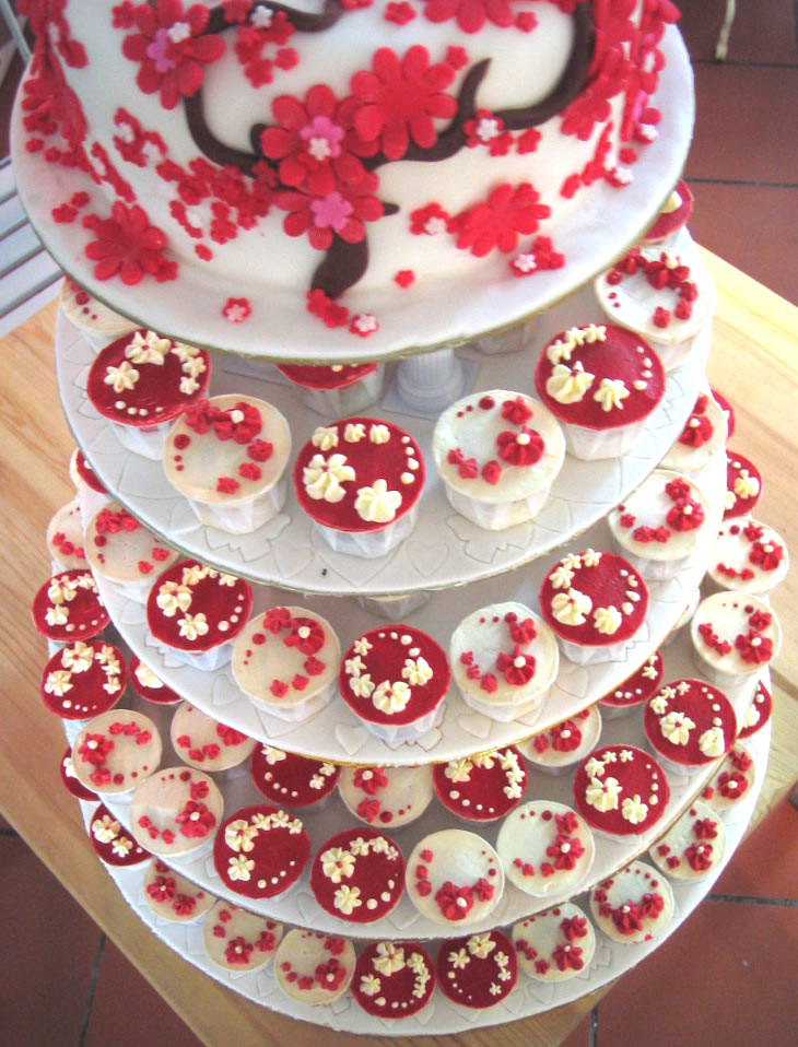 william of wales red and white wedding cupcakes