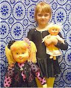 Моя внучка Ксения. Очень не хочет расставаться с куклами, которые уезжают в другую семью.