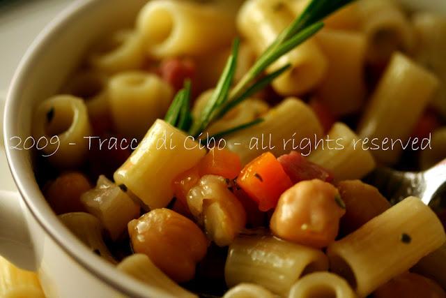 pasta e ceci, ceci, pasta, legumi, rosmarino, speck