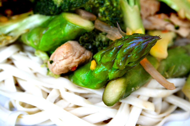 :: CHILLI CHICKEN BROCCOLLI ASAPARAGUS NOODLES