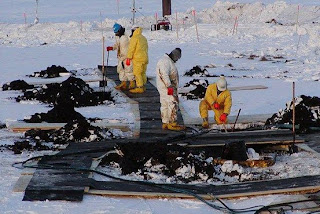 An image of an oil spill in an article about BP's handling of Twitter as part of its technical PR campaign.