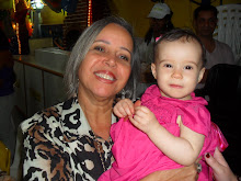 Lara 1 ano com a vovó Isabel