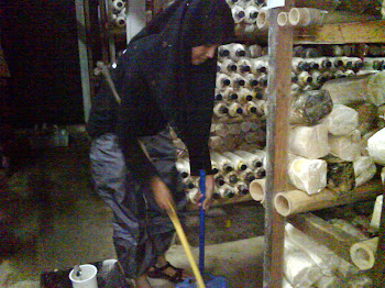 kerja-kerja pembersihan pondok sedang dijalankan