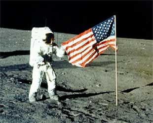 Proof Stanley Kubrick Filmed Fake Moon Footage AaNeil_Armstrong_auf_dem_Mond