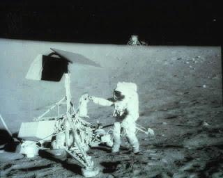 Proof Stanley Kubrick Filmed Fake Moon Footage AMoon+Landing+%28slide+12%29_jpg