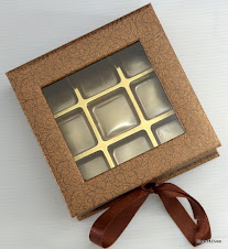Kotak Hard Cover + 9 biji Coklat