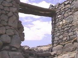 باب حصون خيبر الذي قلعه أمير المؤمنين علي عليه السلام