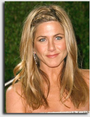 Jennifer Anniston Shows Us how to Grow Out Bangs - Hairstyles and Haircare
