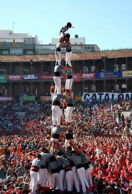 http://2.bp.blogspot.com/_7HVmqO_I9vo/S3uYKA8AplI/AAAAAAAAA2U/6_DpQ-COrvM/s400/Funxone+Highest+Human+Tower_1.jpg