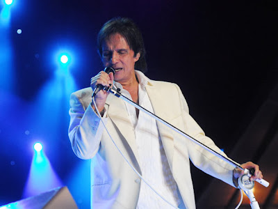 http://2.bp.blogspot.com/_7I5nCXuIlps/Sn2SnB3WfzI/AAAAAAAAa2k/mk1oDdMogGI/s400/roberto+carlos1.jpg
